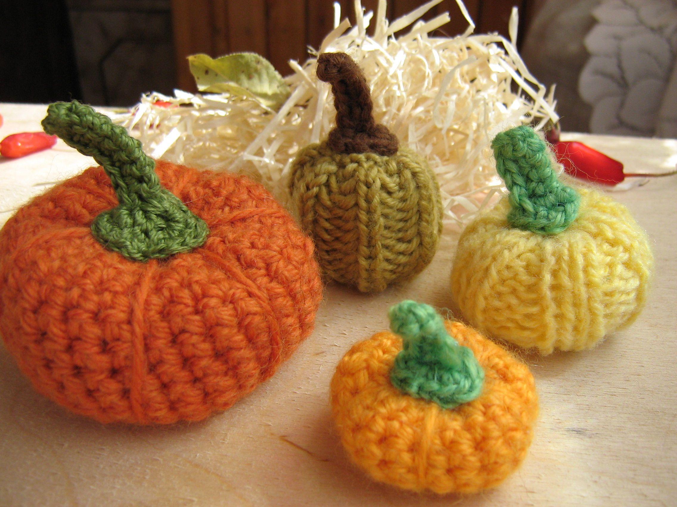 halloween knitted pumpkins autumn