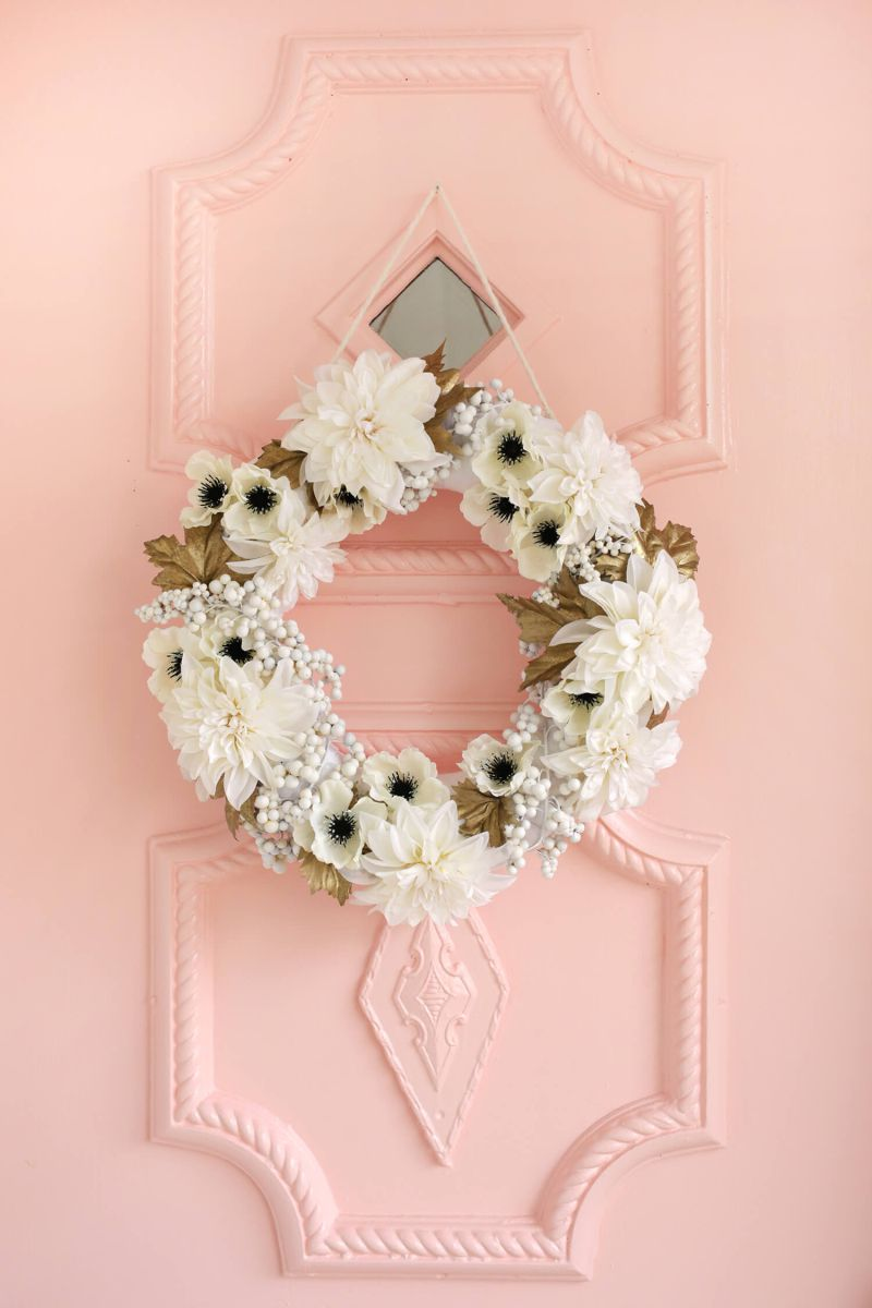 gold whreath decortion outhdoors floral flowers decor design holiday white