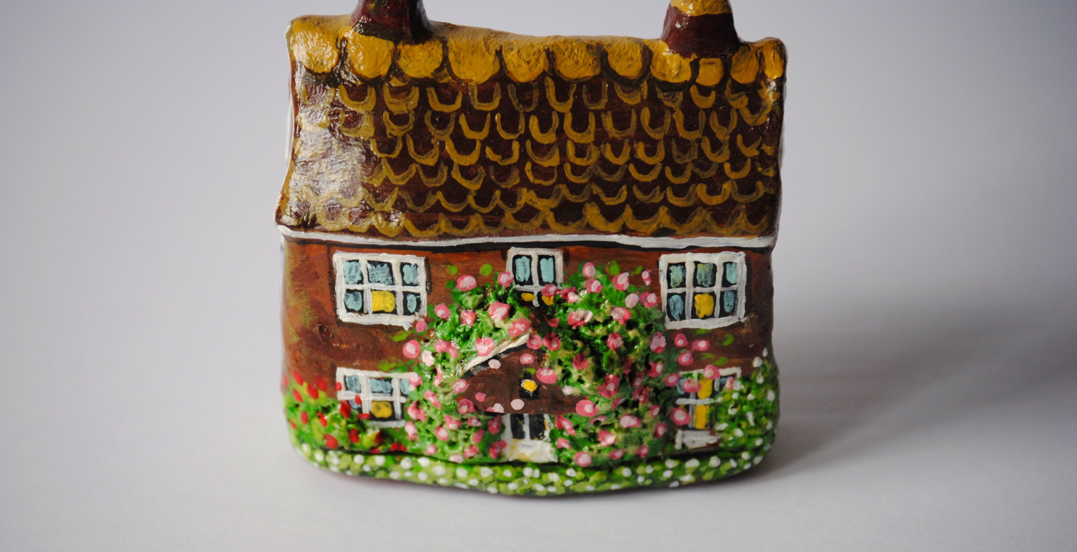 collectable english miniature figurines cottage house houses clay rose