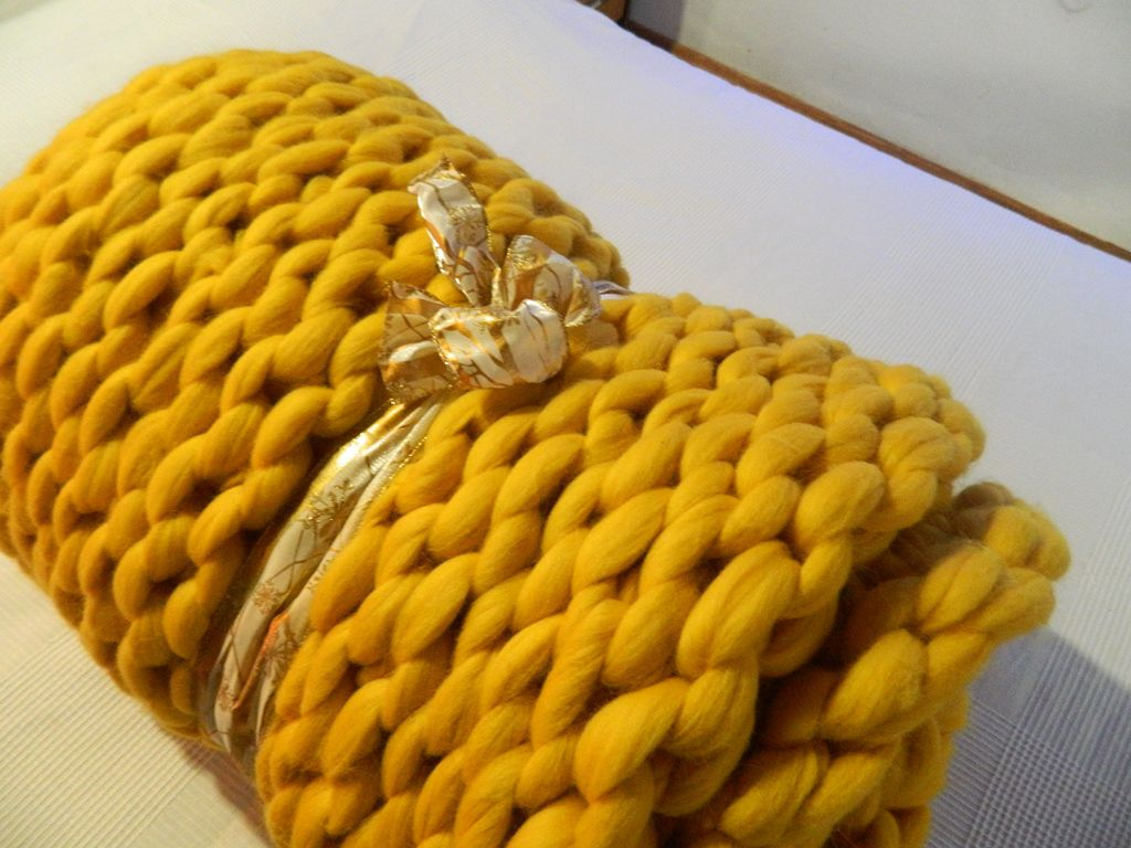 hand handknit chunky oversize knit yarn blanket wool