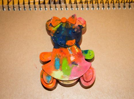 make wax crayons figurine mold