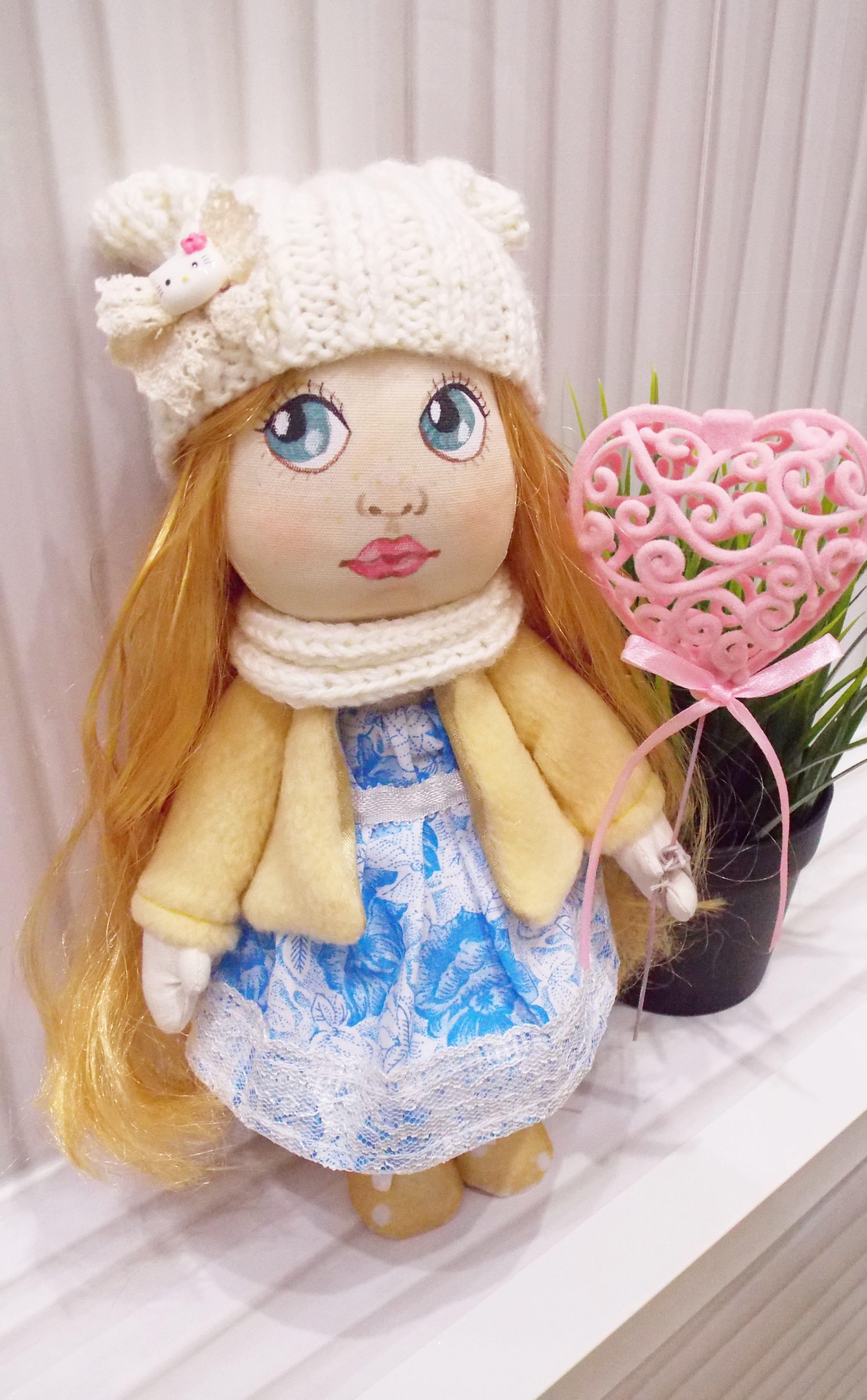 interior doll eyes big