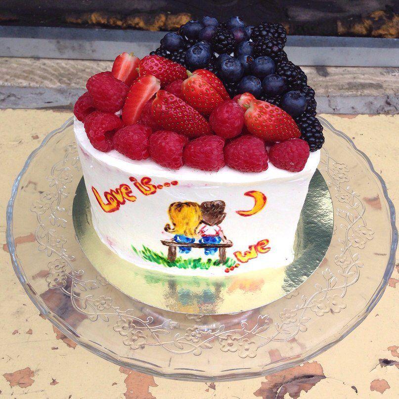cake berries yummy