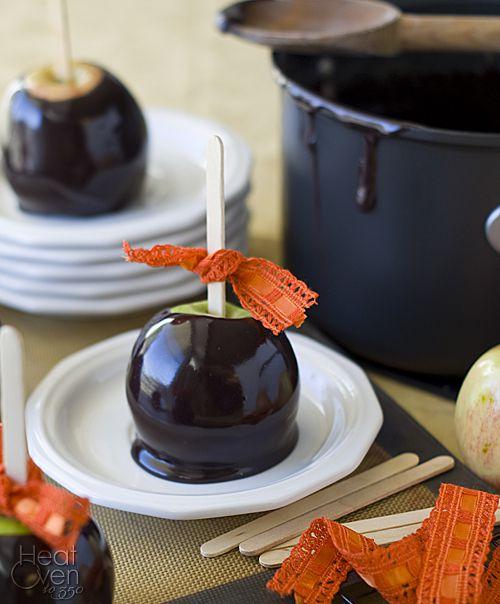 holiday halloween homemade recipe festive apples diy creativeidea caramel blackcaramel applesincaramel autumnholiday easytomake