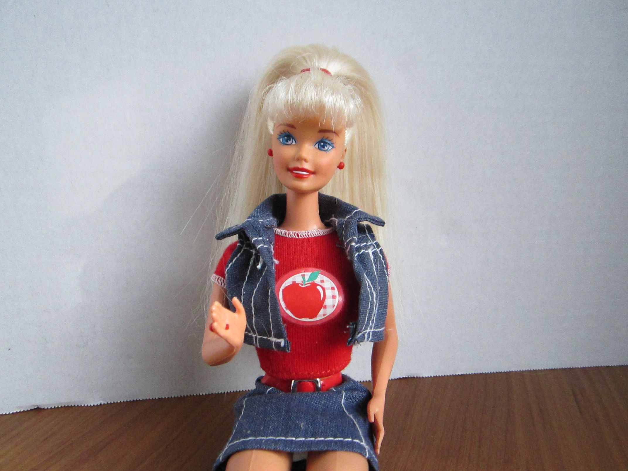 vintage plastic beautiful doll toy mattel collectible present gift decoration home decor interior