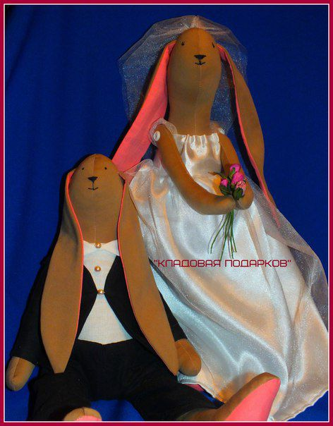wedding gift bunny glasses rings happy