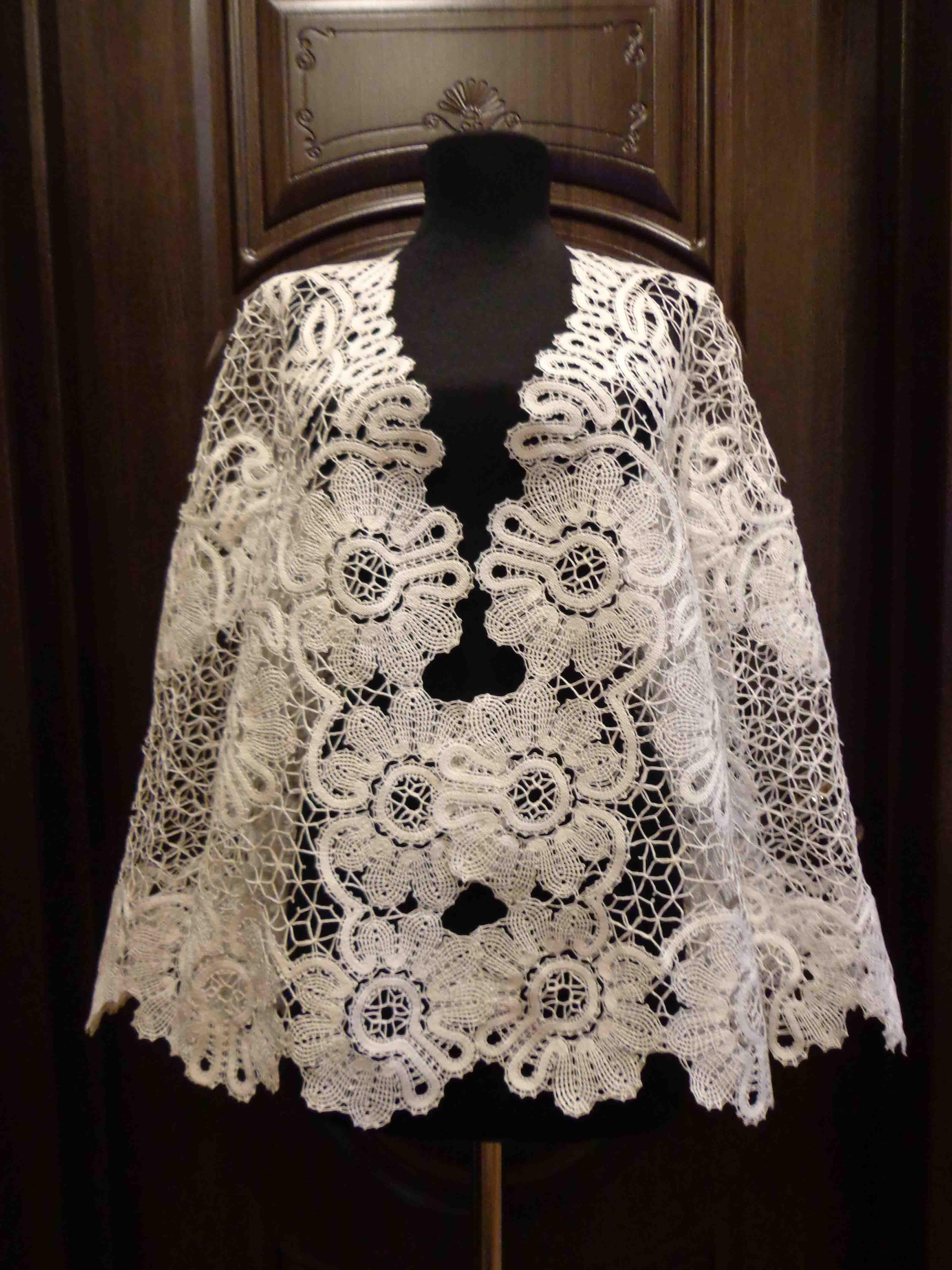 clothes lace mantel white bobbines knitting