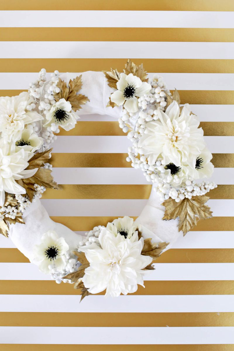 flowers white decor outhdoors decortion whreath gold floral holiday design