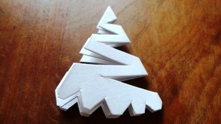 How To Make A Snowflakes With Paper