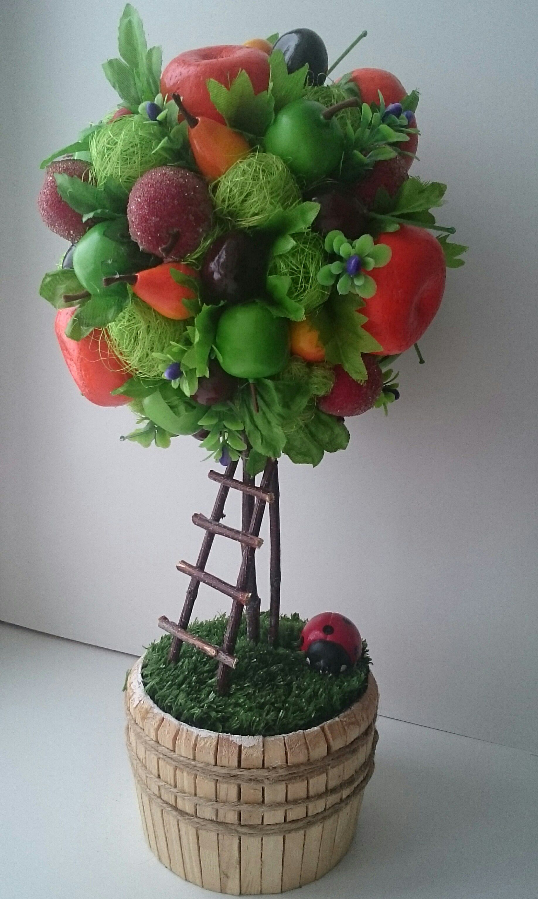 gift tree fruit topiary