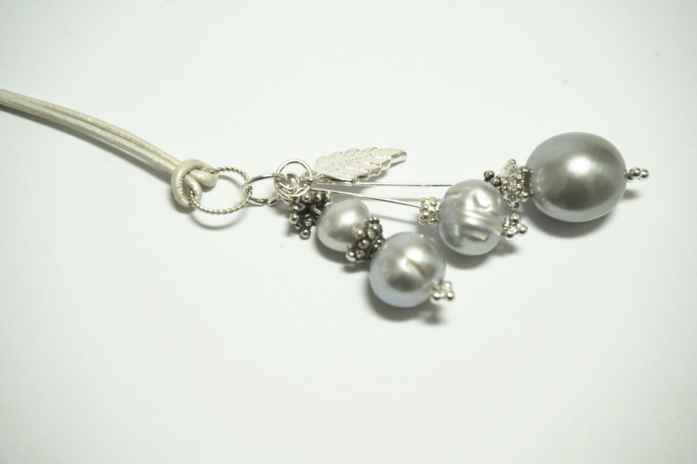 baroque pendant pearls grey necklace freshwater elegant