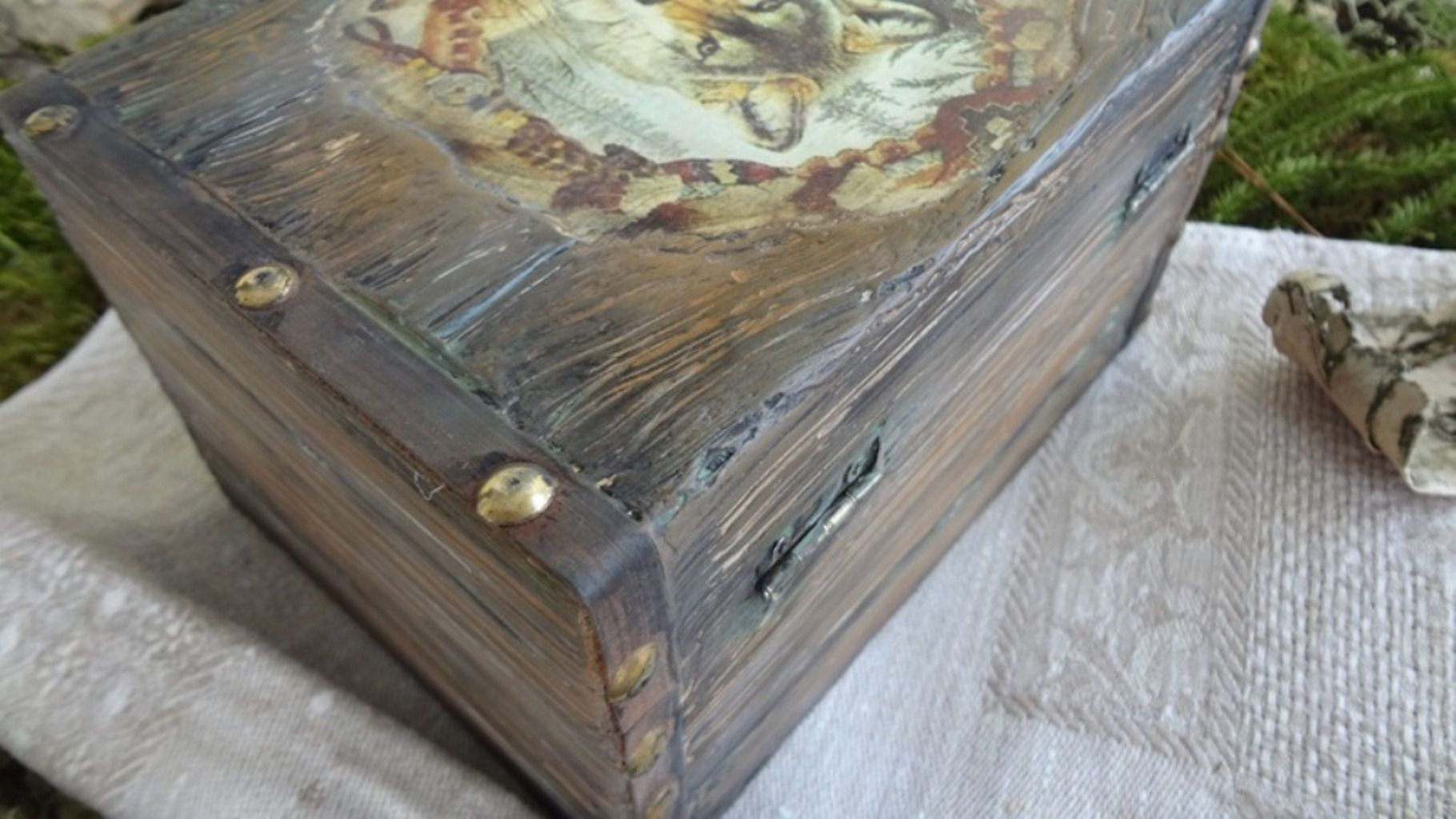 casket old handmade wolf wood imitation