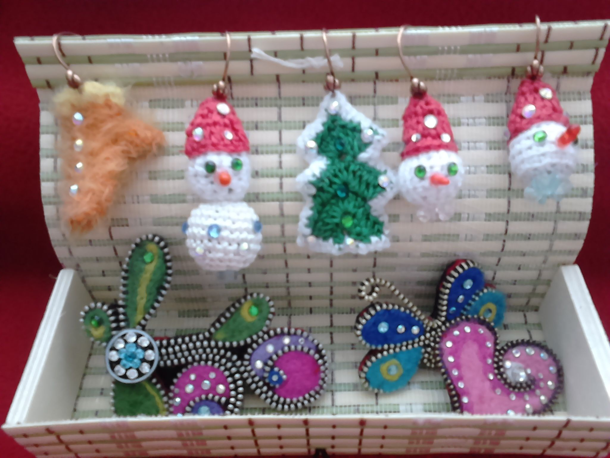 gift present accessories brooches