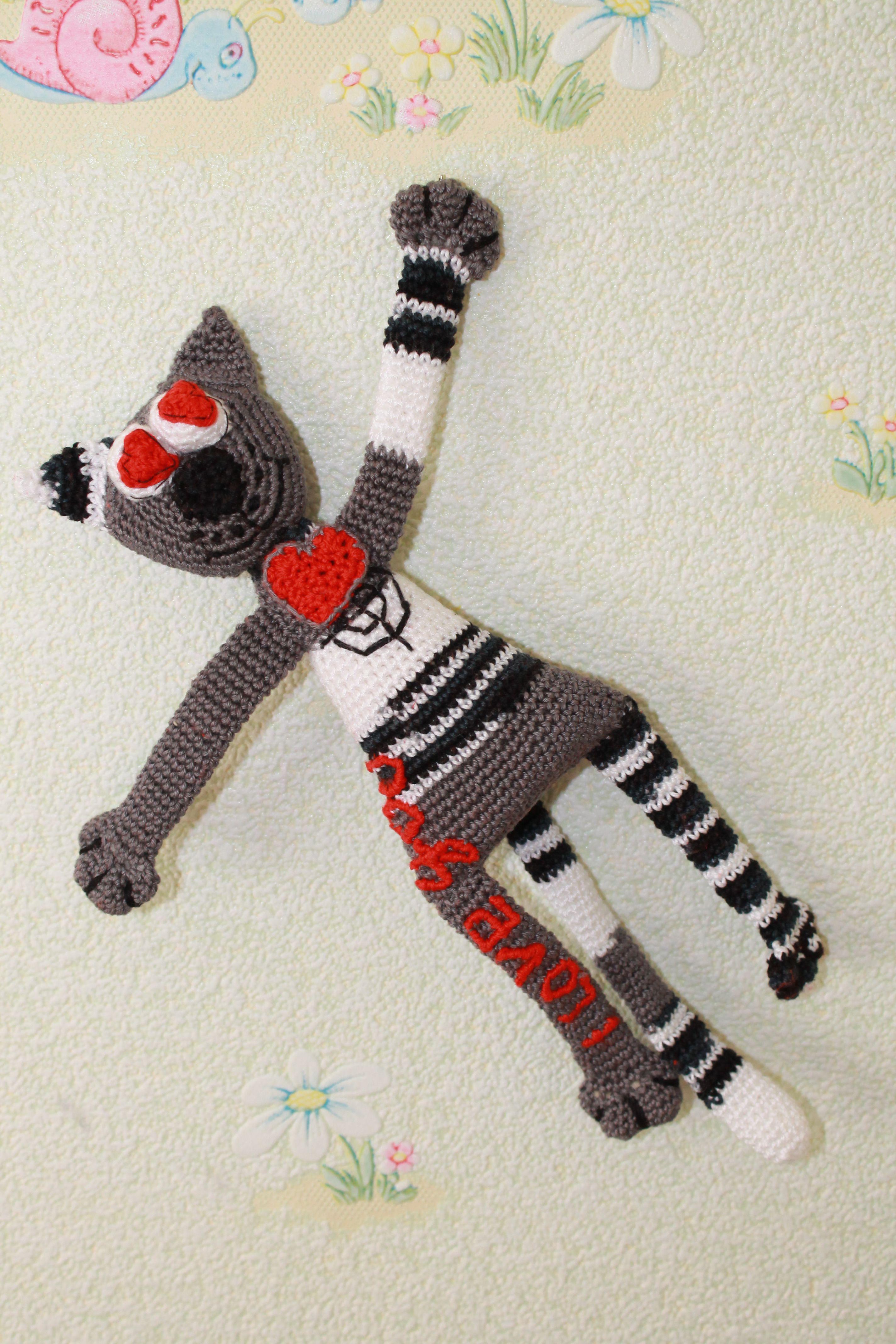 handmade gift cat knitted