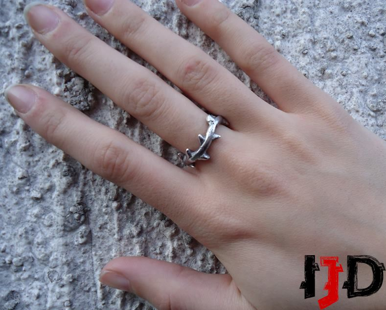 crown thorns branch twig jewelry silver rose ring gothic