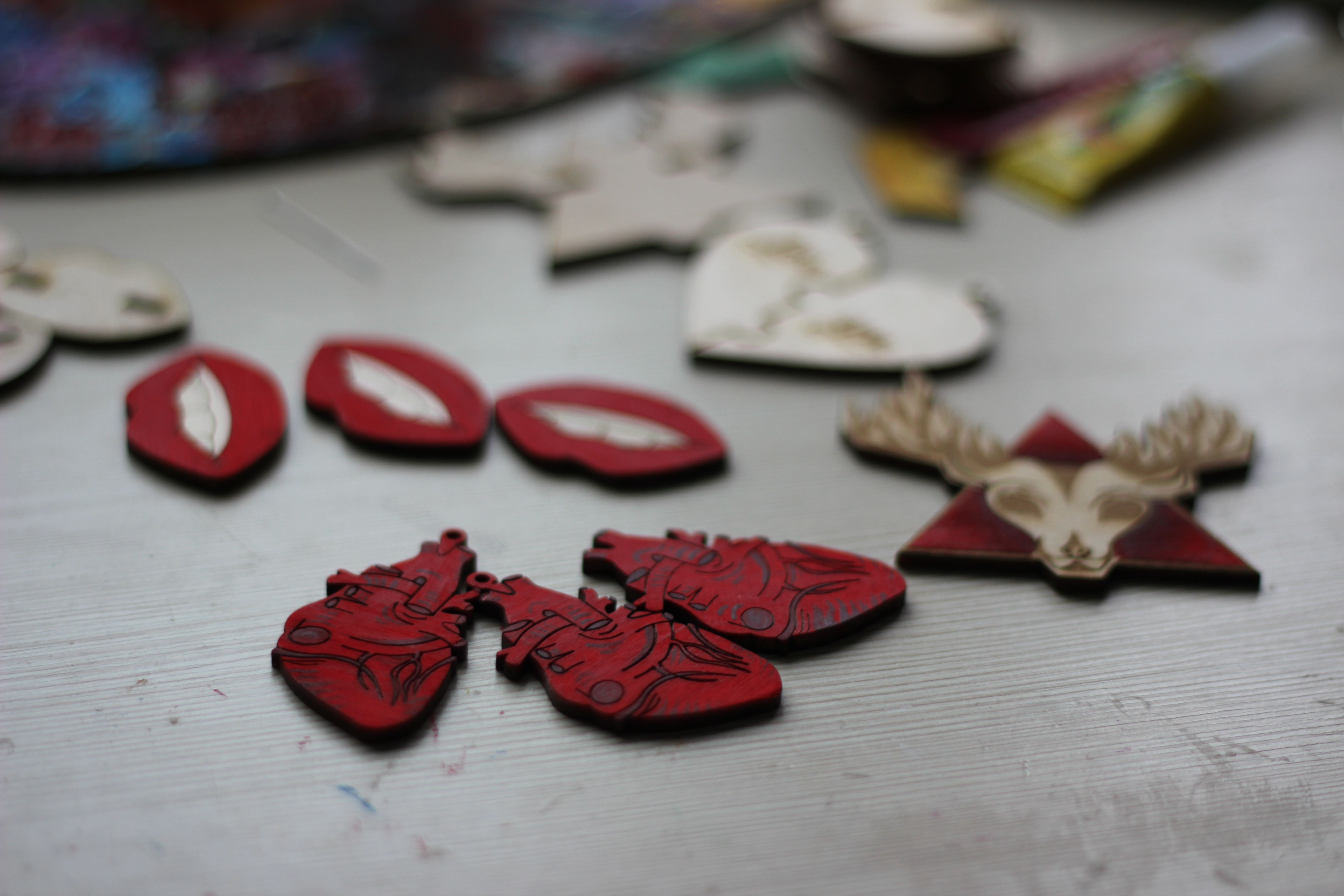 fashionwood brooch pin wooden lips