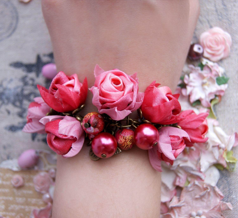present pearls bronse wristlet beads satin