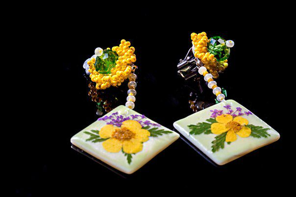 flowers earclips green pearl jewelry beads yellow