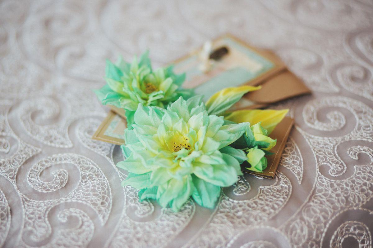 present pin broach set silk