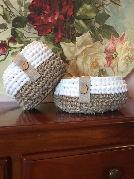 baskets botton rotunda white brown neckband crochet birds
