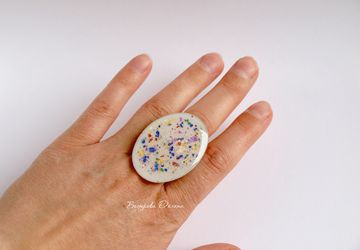 "An oval ring (designer's technique ""Splash"")"