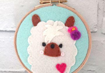 Felt Llama 4 inch embroidery hoop