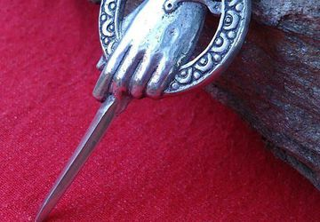 Hand Of The King Brooch - Game Of Thrones Jewelry - Game Of Thrones accesories - Medieval Accesories - Medieval Jewelry - Hand Of The King