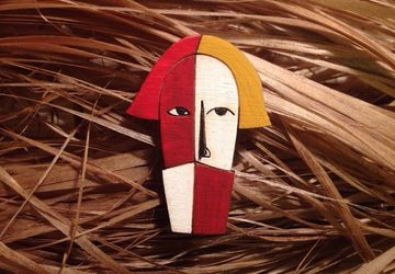 """The head of the peasant"" wooden brooch"