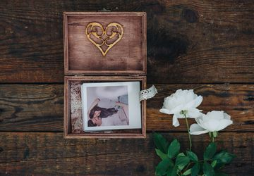 Wooden photo holder box