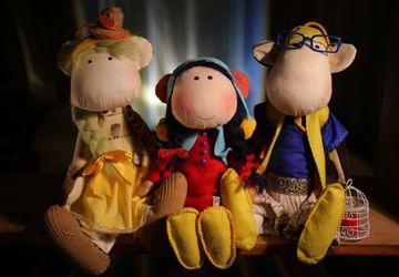 Textile monkeys