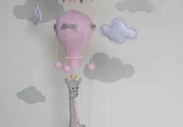 BABY GIRL MOBILE GIRAFFE/ HOT AIR BALLOON MOBILE/BALLOONS NURSERY DECOR/GIRAFFE BABY MOBILE/BABY SHOWER GIFT/FELT BALLOONS MOBILE/GIRAFFE NURSERY DECOR