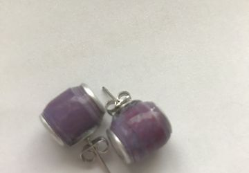 Stud earrings made from paperbead