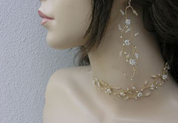 Wedding jewelry set, a choker and earrings for the bride. Bridal jewelry.