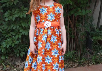 Beautiful cotton dress for little girls with hair-clip