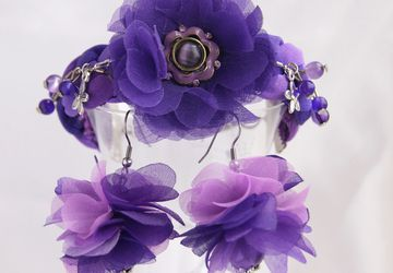 Violet delight set (earrings and wristlet)