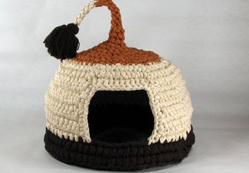 Crochet cat bed or pet house Cappuccino with tassel for playing