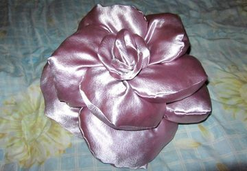 Rose decorative cushion