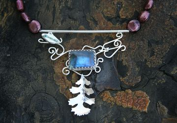 "The ""Vineing Oak"" necklace"