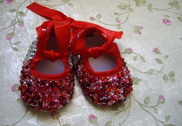 Baby shoes with studs