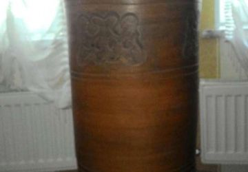 A high floor standing vase (105 cm)