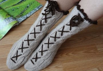 """Alpine"" handmade socks with lace"
