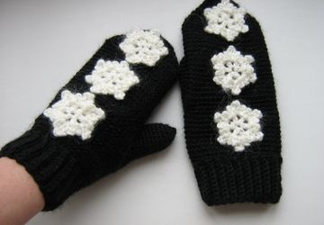 Snowflake-styled gloves