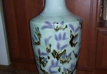 """A floor standing vase """"Birds"""""""