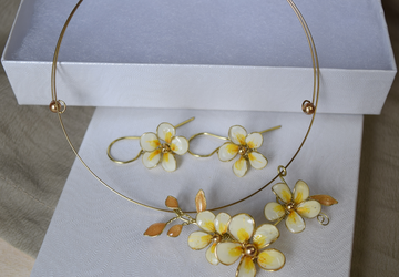 Gold choker Chunky Statement Bridal Flower choker earring and necklace set Plumeria wedding choker Frangipani Exotic Hawaiian Choker Beach
