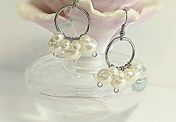 Silver metal loop faux pearl dangle earring