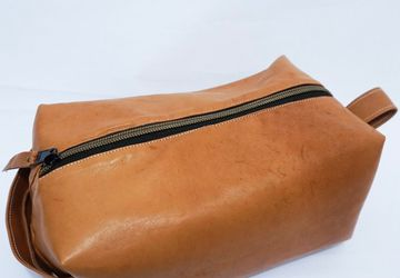 Brown Leather Dopp Kit, Men's Toiletry Bag, Shaving Bag, Waterproof Lining, Groom's Men Gift