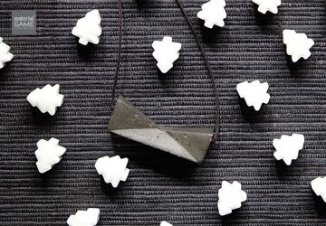 Geometric design - Concrete jewelry | Sliding necklace | Unique gifts | Minimalist jewelry | Simple & Elegant | Grey charm | String (Women)