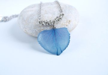 A pendant made of blue hydrangea petal