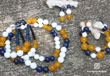 A set of jewelries with agate, lazuli and jade