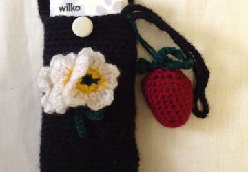 Pretty flower crochet case for your pocket tissues